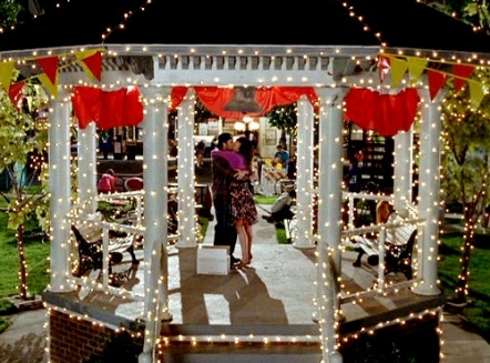 luke kissing lorelai gazebo